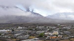 Lava könnte auch die zweitgrößte Stadt der Insel erreichen