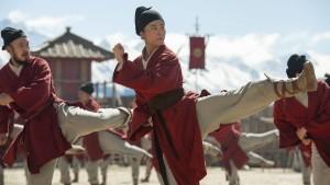 """Die Frau, die 4000 Komparsen für """"Mulan"""" einkleidete"""