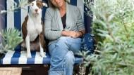 Früher hatte Susanne Preusker Angst vor Hunden. Jetzt ist sie froh, wenn Männer aus Furcht vor ihrem American Staffordshire die Straßenseite wechseln.