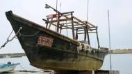 Geisterschiffe mit Toten an Bord treiben an Küste