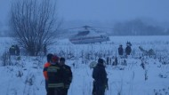Rettungskräfte am Sonntag am Unglücksort nahe Moskau