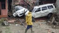 Bild der Zerstörung: Der Tsunami traf vor allem die Westküste Javas, wie hier die Stadt Carita.