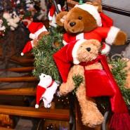 """Bären und Weihnachten kommen im """"Weihnachtshaus"""" bei Karlsbad zusammen."""