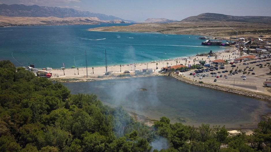 """Der """"wunderschöne Zrce-Strand"""" war schon immer bei Touristen sehr beliebt (Archivbild)."""
