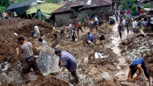 Nach Erdrutschen bis zu 130 Menschen tot