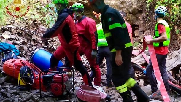 Ein Toter bei Höhlendrama nach Wassereinbruch in Italien