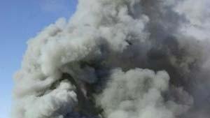 Feuer zerstört größten Sportpalast in Madrid