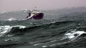Sturmflut rollt auf Nordseeküste zu