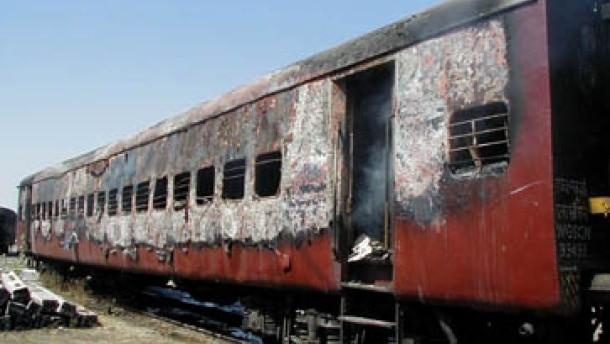 Mindestens 57 Menschen bei Überfall auf Zug verbrannt