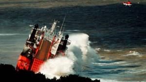 Frachter treibt brennend vor Südafrikas Küste