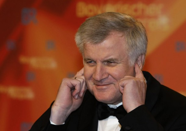 promi: Seehofer gestures during his arrival at the Bavarian Film award ceremony in Munich