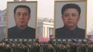 Warum sieht dieser Kim Jong-il so komisch aus?