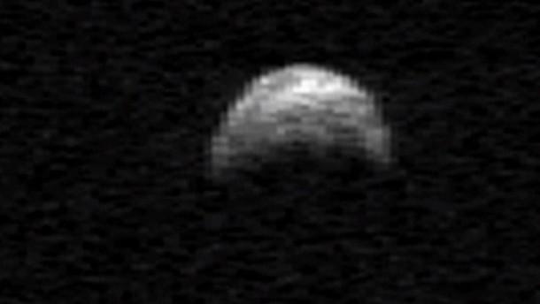 Riesiger Asteroid an der Erde vorbeigeflogen