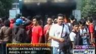Bei einer Massenpanik während eines Fußballländerspiels zwischen Malaysia und Indonesien sind mindestens zwei Menschen ums Leben gekommen.