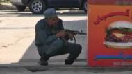 Bei einer Serie koordinierter Angriffe in Afghanistan haben die radikal-islamischen Taliban auch die deutsche Botschaft in Kabul ins Visier genommen.