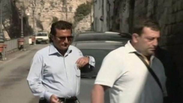 Der angeklagte Kapitän der havarierten Costa Concordia hat sein Haus verlassen - Ab Montag nimmt er an umfangreichen Voruntersuchungen zu dem Schiffsunglück teil