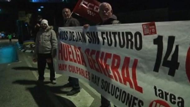 Mit einem koordinierten Generalstreik protestieren seit Mitternacht Beschäftigte in Spanien und Portugal gegen die Sparpolitik ihrer Regierungen. Auch in anderen Ländern soll gestreikt werden.