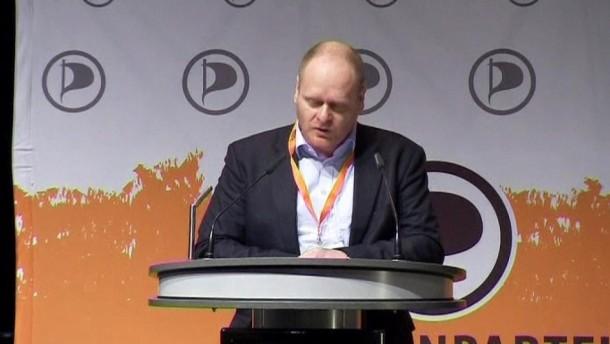Piratenchef Schlömer hat beim Parteitag zur Geschlossenheit aufgerufen und sich entschuldigt.