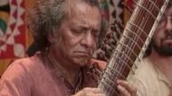 Der dreifache Grammy-Gewinner gilt als einer der Wegbereiter indischer Musikeinflüsse in westlicher Popmusik