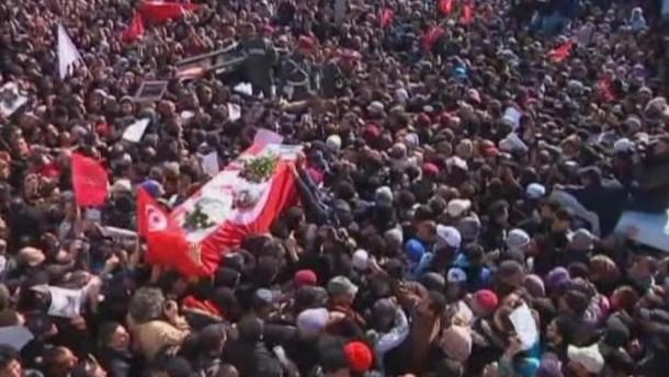 Polizei setzt Tränengas ein bei Beerdigung Bellaids