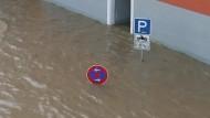 Unwetterartiger Dauerregen bis zum Montag: In vielen deutschen Städten wurde Katastrophenalarm ausgelöst.