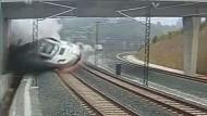 Aufnahmen einer Überwachungskamera zeigen den Moment des Unglücks.