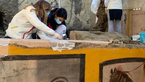 """Forscher graben antike """"Snackbar"""" in versunkener Stadt Pompeji aus"""
