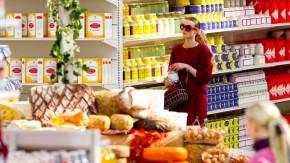 Erstmal zu Chanel: Der neue Gutbürger prüft, überlegt, macht Umwege, sogar Reisen, nur um an ein Produkt zu kommen.
