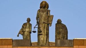 Nervige Groupies, merkwürdige Zeugen, unklarer Schlag