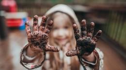 Wie gefährlich ist Dreck wirklich für Kinder?