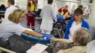 Zu viele Zipperlein? Die Klinik-Ambulanzen haben immer mehr mit Notfällen zu tun, die nicht wirklich welche sind: Patienten in der Leipziger Notaufnahme.