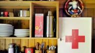 """""""Manche Leute schmeißen das Zeug ein wie Smarties"""", kritisiert Schmerztherapeut Gottschling. In der Hausapotheke darf man die Mittel natürlich trotzdem haben."""