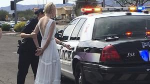 Braut auf dem Weg zu ihrer Hochzeit festgenommen