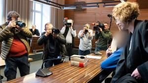 Jahrelang missbrauchter Junge: Mutter und Lebensgefährte vor Gericht