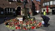 """""""Warum?"""" ist die große Frage, die die Menschen beschäftigt - Die Motive des Amokfahrers von Münster sind nur schwer nachzuvollziehen."""