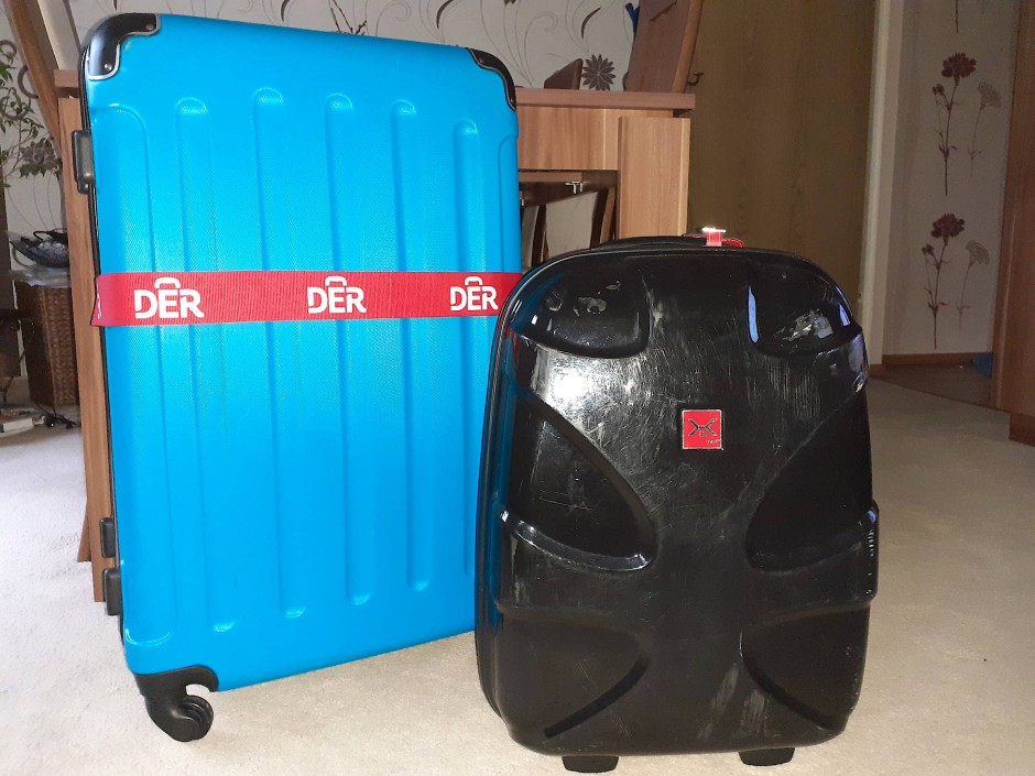Noch immer stehen die Koffer von Familie Eichhorn gepackt im Flur. Das Paar hätte den gesamten Preis der Pauschalreise noch einmal zahlen müssen, um sie anzutreten.