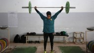 Huda Salem, 20, ist Gewichtheberin in der irakischen Nationalmannschaft. Sie trainiert in einem Fitnessstudio in Bagdad.