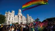 """Zum fünften Mal: In diesem Jahr feierten fast drei Millionen Menschen bei der """"World Pride"""" in Madrid mit."""