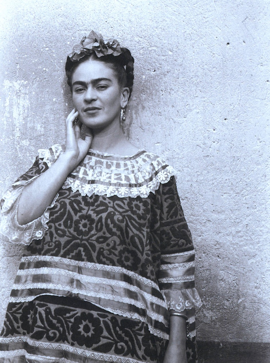 Das Original: Zusammengewachsene Augenbrauen und Kleidung aus mexikanischer Handwerkskunst haben die Künstlerin zur Ikone gemacht (Archivbild aus dem Jahr 1940).