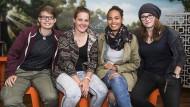 Glücklich in Sicherheit: Jana Denker, Helena Odrian, Jessica Singletary, Kim Kleine Holthaus (von links) in Christchurch.