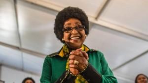 Ehemalige Frau von Nelson Mandela von Neffen bestohlen