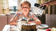 """Kalorien waren in den Siebzigern ein Fremdwort: Julius Weckauf, neun Jahre alt, als kleiner Hape Kerkeling am Set von """"Der Junge muss an die frische Luft"""". Beim Dreh wird Julius auch sehr ernste Momente meistern müssen."""