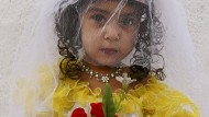 Was passiert, wenn ein Kind im Ausland geheiratet hat und nach Deutschland kommt? Darüber beraten derzeit Bund und Länder (Symbolbild).