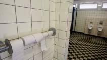 Schwefelsaure In Verstopfte Toilette Gekippt Zwei Schwerverletzte