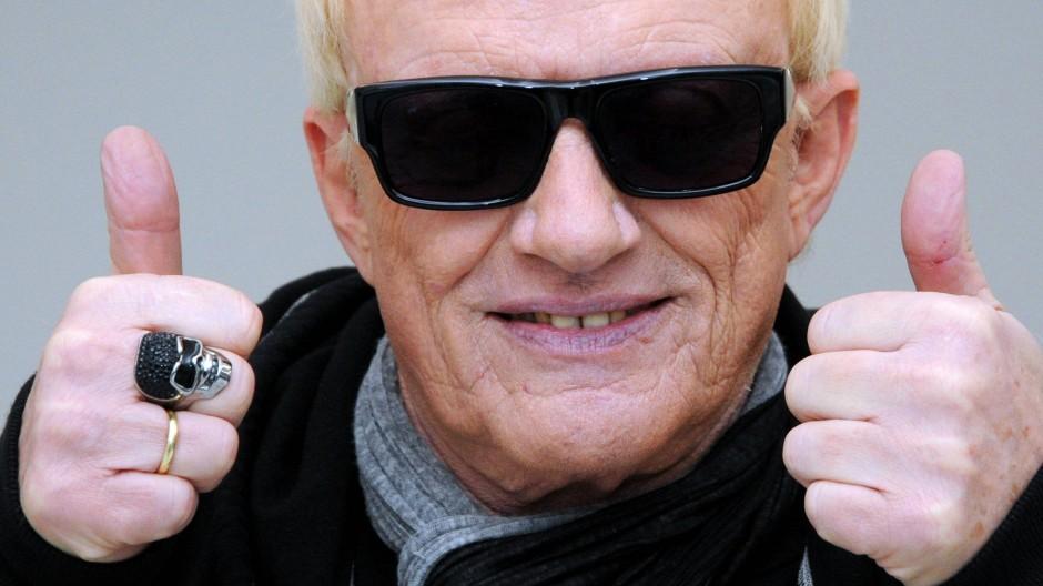 Mit 74 Jahren sei er immer noch zäh wie Leder und flink wie ein Windhund, sagt Heino