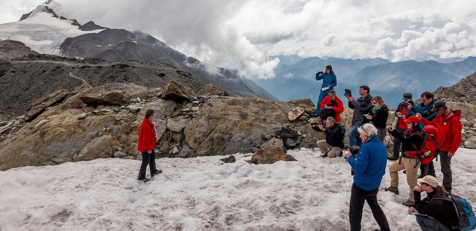 Anlässlich des 25. Jahrestags der Entdeckung des Gletschermanns findet in den Ötztaler Alpen eine Ötzi-Tour statt.
