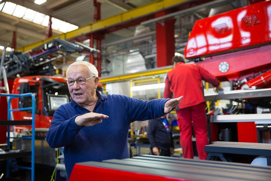 Wie entsteht ein Feuerwehrauto? Das ist nicht an einem Tag abgedreht. Armin Maiwald und sein Team begleiten den Bau seit Wochen.