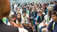 Junge Menschen beim internationalen Jugendgipfel 2015: In Deutschland sinkt das Durchschnittsalter.