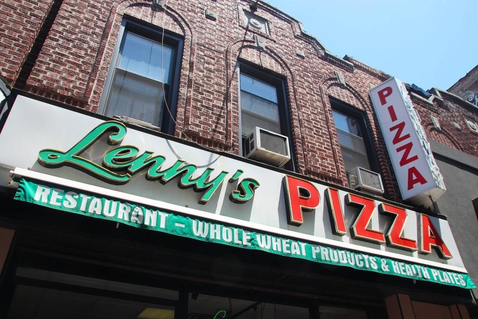 """Noch heute bestellen viele Menschen bei """"Lenny's Pizza"""" einen """"Doppeldecker""""."""
