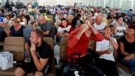 Geduldiges Warten am Flughafen in Bangkok